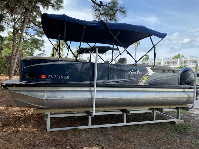 Avalon LSZ Quad Lounger Pontoon Boat